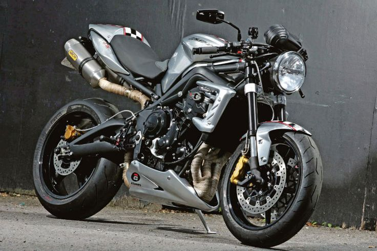 Ace Cafe's Speed Triple R variant ...yup, my street bike of choice