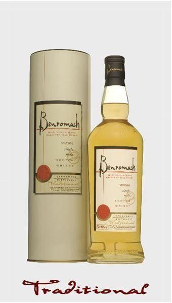Un #Whisky superbamente bilanciato, composto per l'80% da whisky maturati in botti di Bourbon e 20% di whisky maturati in botti di Sherry. Profumo fresco, di pino. Dolce e fumoso, con note di nocciola, zenzero, mirto e miele d'acacia. Sapore floreale, erbaceo, speziato. Finitura tannica e molte dolce.  http://ilchiccoduva.eu/whisky-benromach-tradition-gm
