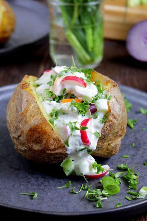Pomme de terre au four avec légumes crémeux - herbes - fromage cottage | foodwithlove.de