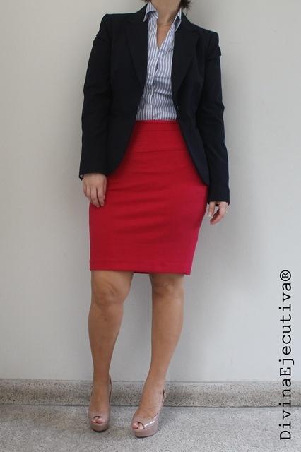 9f1916619b Divina Ejecutiva  Look del día  Una falda roja