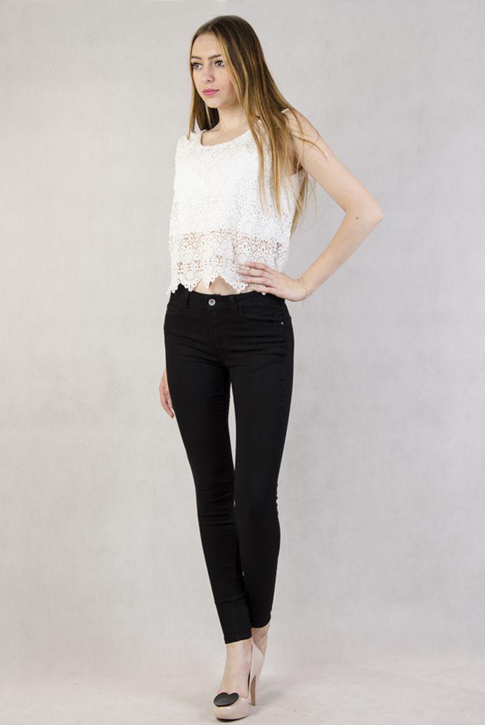 Czarne spodnie jeansowe rurki