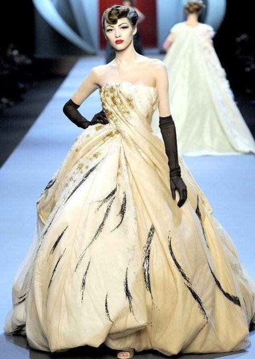 Dior Spring 2011 Couture http://instagram.com/blairburnsdesign https://www.facebook.com/blair.burns.357 https://twitter.com/BlairBurns1