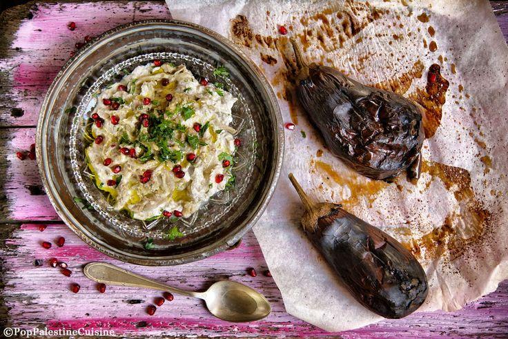 """La Mutabbal Batinjam è una ricetta palestinese. In italiano potremmo tradurre il nome con """"crema di melanzane profumate o speziate"""". Per realizzarla sono..."""