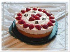 Erdbeersahne-Torte (Krups Prep & Cook) Rezept: Eier,Wasser,Zucker,Vanillezucker,Mehl,Speisestärke,Backpulver,Erdbeeren,Qimiq,Zucker,Sahne,TK