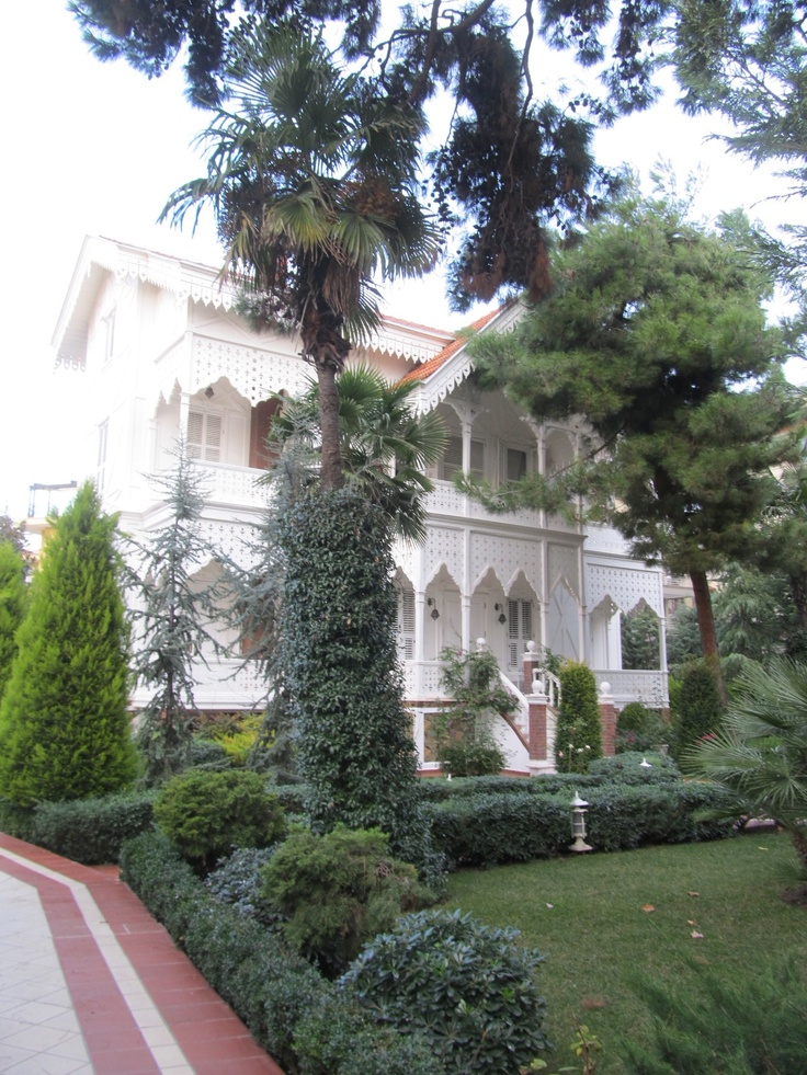 Another historical mansion, this time in Yesilkoy which used to be the other suburban neighborhood where the wealthy of late 19th and early 20th century Istanbul spent their summers