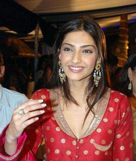 Sonam Kapoor #Bollywood #jewelry #earrings