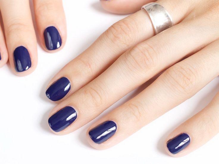 Модный маникюр осени -готический синий