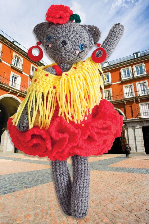 Coco Goes to Madrid | crochet today (Coco is looking FIERCE in Madrid!)
