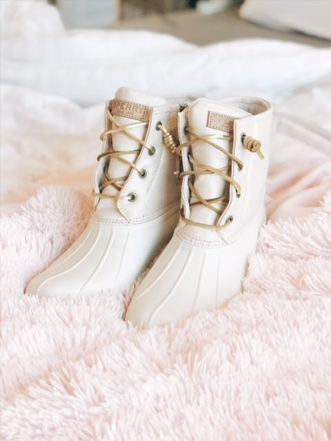 Gorgeous sparkly Sperry winter boots gold and white
