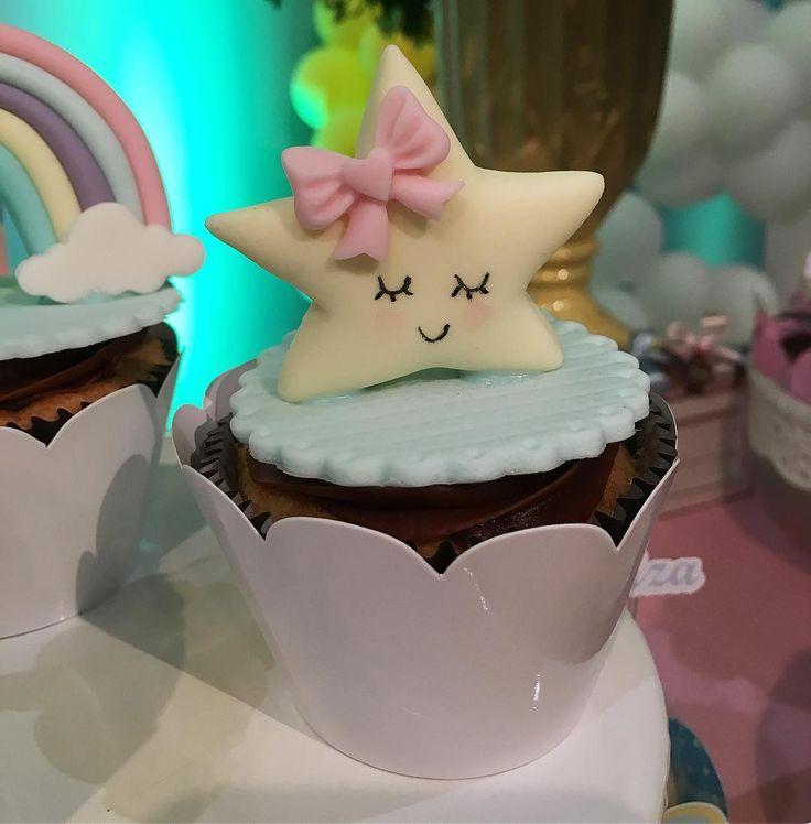 Chuva de Amor para o 1º aninho da Luisa !!! . ⭐️Doce: Cupcakes . ⭐️Decoração: @menina.festeira . ⭐️Buffet: @buffetleilamalouf . #doces #docesdecorados #docespersonalizados #festachuvadeamor #chuvadeamor #docescuiaba #festainfantil #doceinfantil #doceriacuiaba #confeitariacuiaba #ladocica #ladocicadoces