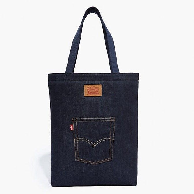 LEVI'S THE LEVI'S BACK POCKET TOTE - NAVY. #levis #bags #hand bags #denim #tote #cotton #