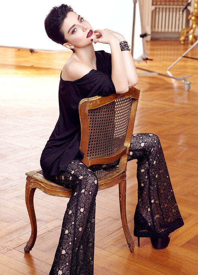 codentry & Merve BOLUĞUR Bluz Markafoni'de 49,90 TL yerine 29,99 TL! Satın almak için: http://www.markafoni.com/product/5073940/ #moda #mervebolugur #gothic #stil #siyah #trend #look #markafoni #fashion #celebrity #stylish #style #photoshoot