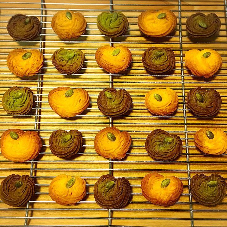 かぼちゃの絞り出しクッキー。生地の半分はユーグレナファームの緑汁粉末入り。かぼちゃに見える? / ハロウィングランプリ2015【ヤマサ醤油株式会社】