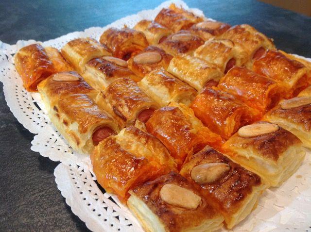 Deliciosas pastas de Hojaldre con Sobrasada, Salchichas de Frankfurt y Almendras ideales para tomar de aperitivo y que se pueden hacer fácilmente en casa.
