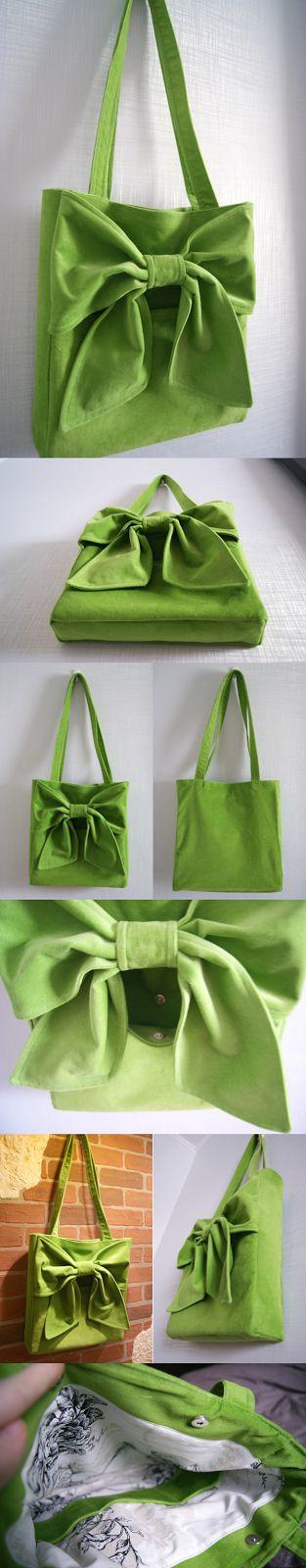 Шнуристика: Сумочка из зеленого вельвета с бантом.