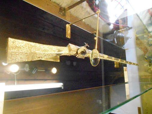 Ένα ακόμη κομμάτι, στο παζλ της ιστορίας των Ιωαννίνων, πρόσθεσε ο Φώτης Ραπακούσης. Ένα ξεχωριστό κομμάτι, που για τον ίδιο ήταν όνειρο ζωής... Πρόκειται για το καρυοφύλλι του Αλή Πασά το οποίο φιλοξενείται σε περίοπτη θέση στο Μουσείο Επαναστατικής Περιόδου στο Νησάκι των Ιωαννίνων. www.nantinhotel.gr #Ali_Pasas #Island_of_Kyra_Frosyni #Sights_of_Ioannina #Nantinhotel #Ioannina #Epirus