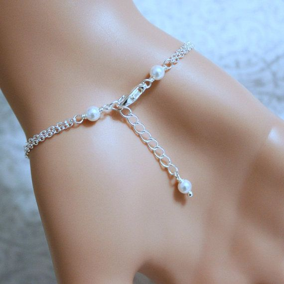 Las damas de honor Swarovski blanco perla pulsera, regalo de la Dama de honor  PERLA tallas: 8mm y 6mm  ENCANTOS DE INICIALES OPCIONALES: