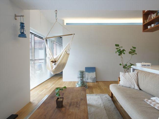天井の間接照明の部分をブルーにペイント