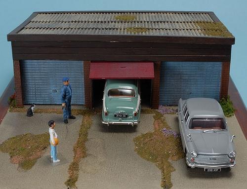 Three Bay Garage diorama 1:43rd scale