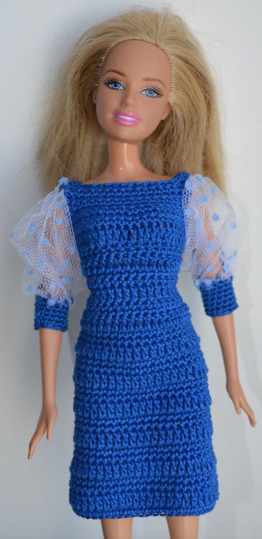 He encontrado este interesante anuncio de Etsy en https://www.etsy.com/es/listing/206667596/handmade-barbie-clothes-business-smart
