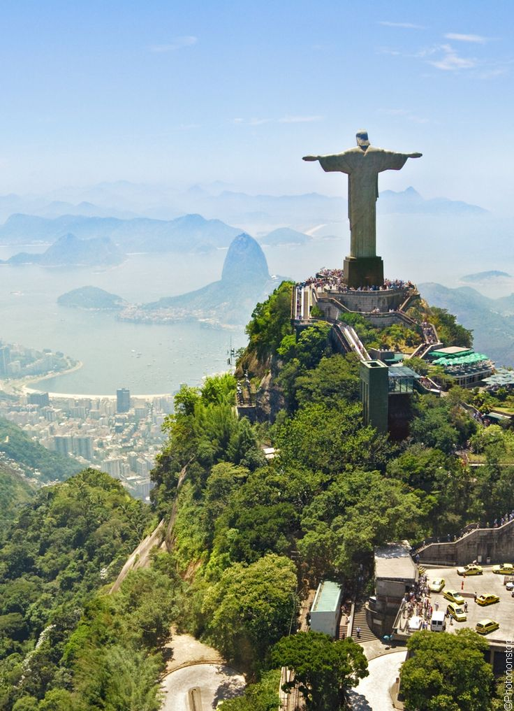 Le mont Corcovado et son monumental Christ rédempteur, site mythique de Rio de Janeiro, Brésil (Cristo Redentor, Brazil)