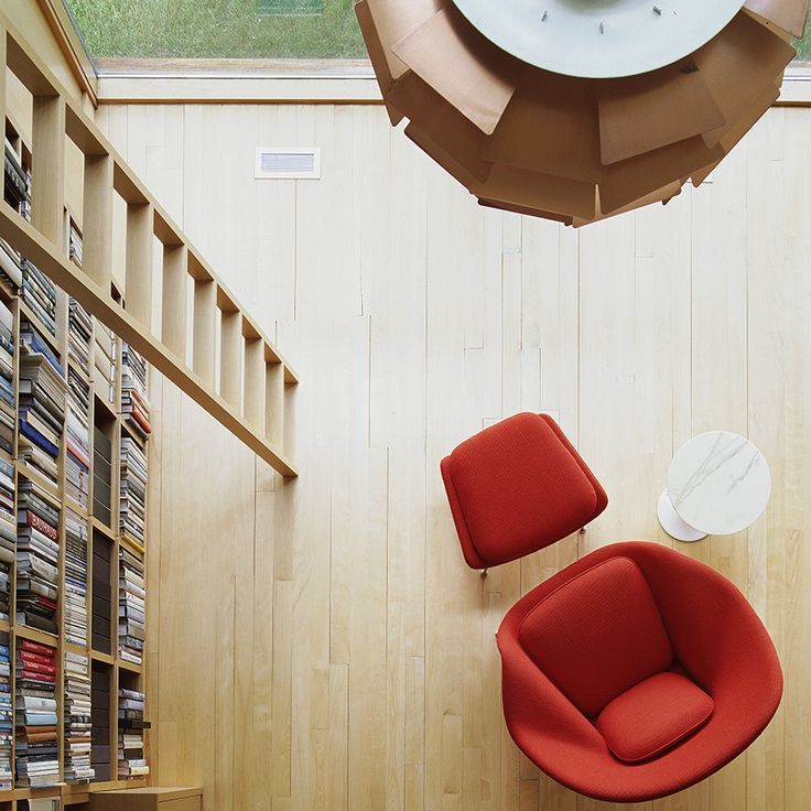 Another View Of The Classic Womb Chair. Saarinen Womb Chair And Side Table