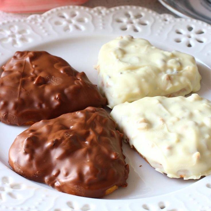 """10.8k Likes, 130 Comments - Ayşegül Usluer (@hamurger) on Instagram: """"Sütlü ve beyaz çikolatalı kalp kurabiyeler 💞Sevenler çift tıklasın💞💞 😍Fındıklı kalpli kurabiye😍…"""""""