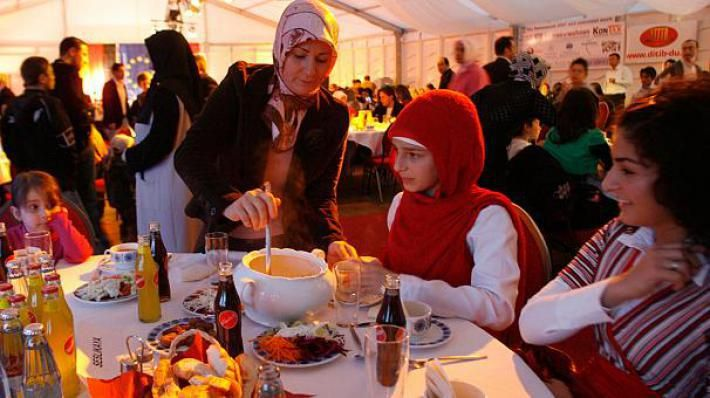 Ramadan 2016 : des Allemands proposent un calendrier musulman pour raccourcir le jeûne