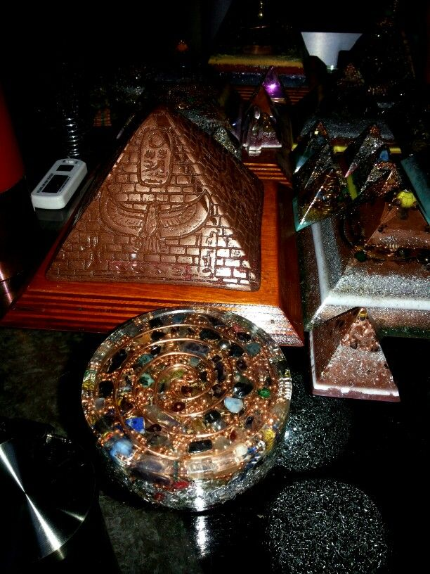 PYRAMID orgone copper powder 1 laser 6 cm 3 quartz phantom jasper oukinitis Garnet Hematite Lapis alumina powder 3 sbb calcite sober Chemical brass bronze