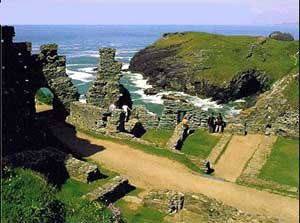http://www.cornwall-online.co.uk/north-cornwall/camelford/tintagel-castle.jpg