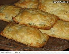 Pakieciki z brokułem i pieczarkami w cieście francuskim