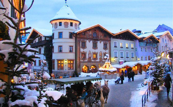 Tradition und Brauchtum sowie alpenländische Volksmusik prägen den Berchtesgadener Advent. Der Christkindlmarkt im historischen Ortskern mit Blick auf den Watzmann ist einer der schönsten Adventsmärkt