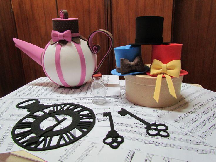 Alice no País das Maravilhas// Chaves // chapéus // Bule // EVA