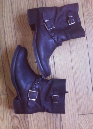 A vendre sur #vintedfrance ! http://www.vinted.fr/chaussures-femmes/bottes-and-bottines/17210080-bottines-kookai-p-40