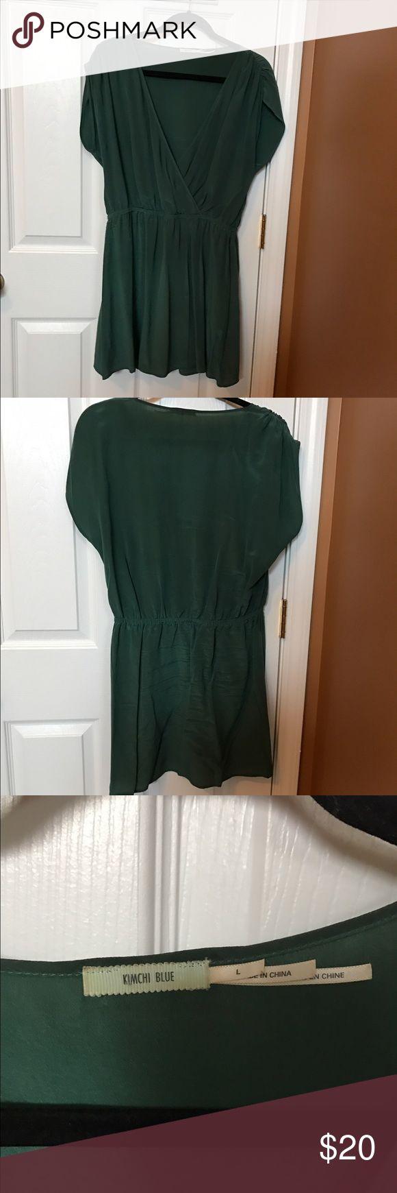 Kimchi Blue Shortsleeve Silk Surplice Dress Size L Very cute, casual dress. Gorgeous deep sea green color. 100% Silk. Kimchi Blue Dresses Midi