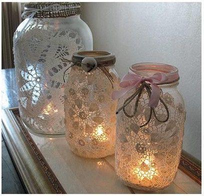 En este paso a paso te mostramos cómo reciclar frascos de vidrio para crear decoraciones con iluminación para Navidad.