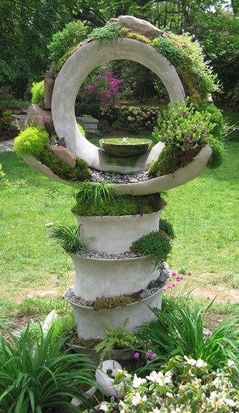 Love the sculptural quality of this birdbath.