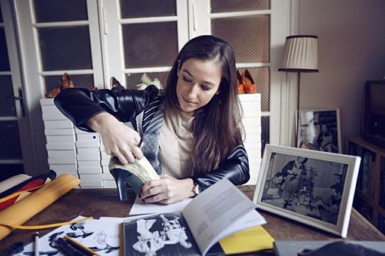 """Aga Prus w trakcie pracy nad projektem dla """"Minnie - Ikona stylu"""" Copyright ©Disney"""