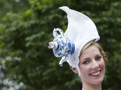 I do NOT love teapots enough to wear this, but it is interesting nonetheless.     It's the third day of the Royal Ascot horse race meeting in England and Amy Stevenson appears ready for tea time ...