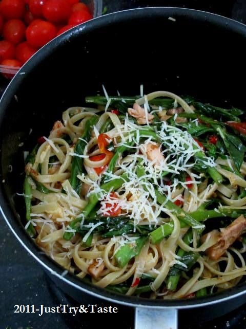 Just Try & Taste: Linguini dengan Bayam Jepang, Tomat Cherry & Dada Ayam