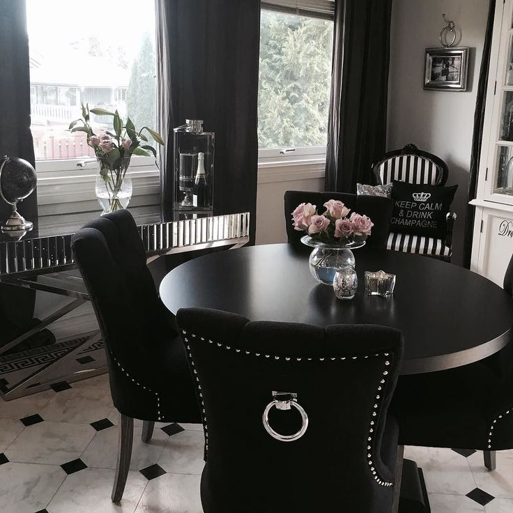 Best 25 classic dining room ideas on pinterest rustic for Black dining room decor