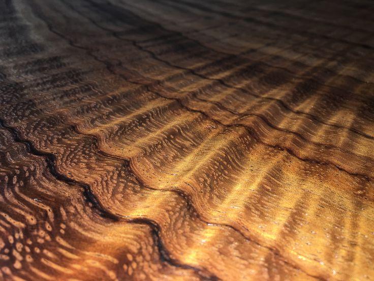 Parota wood- 3D effect on wood slab table