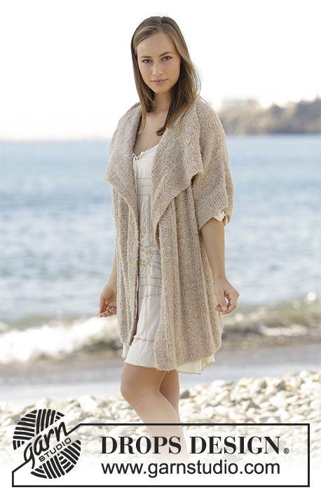 Veste avec côtes et manches kimono, tricotée de bas en haut en DROPS Alpaca Bouclé. Du S au XXXL. Modèle gratuit de DROPS Design.