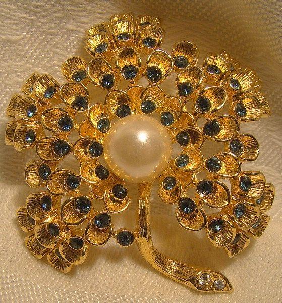 BSK GP Rhinestone Flower Brooch Pin with Faux Pearl Sapphire