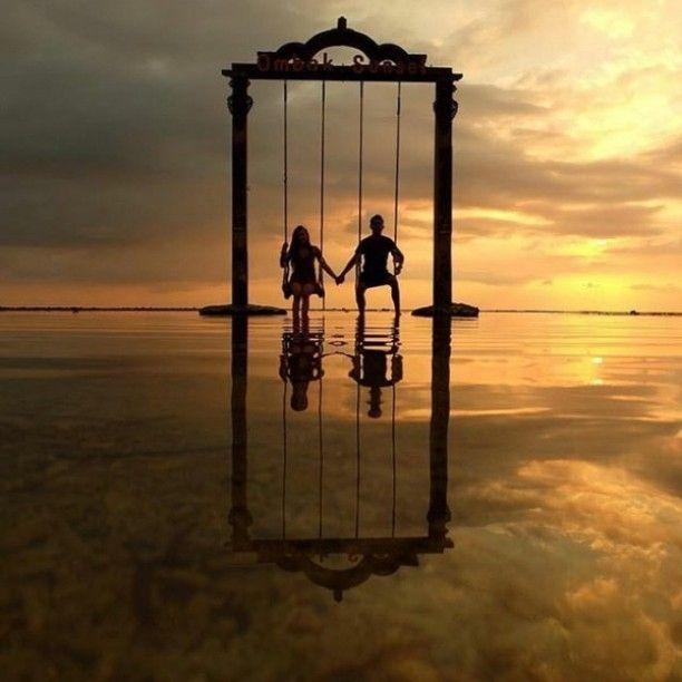 motivasi lain buat yang #pengenmantai   awesome  by #indonesiaphotographers : @harivalzayuka     Lokasi: Ombak Sunset Gili Trawangan Lombok NTB  Tag temen/pasangan/keluarga kamu yang juga #pengenkepantai   #awesomeplaceinindonesia #pengentraveling #pengennaikgunung #exploreindonesia