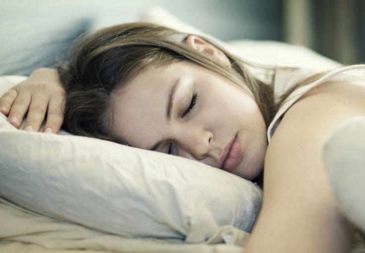 Slaap je de eerste nacht op je vakantieadres slecht? Dankzij déze tips niet meer!