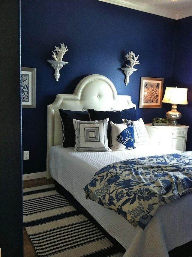 Темно-синие оттенки в дизайне спальни