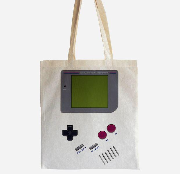 Nicht nur für junggebliebene Nerds und Geeks das perfekte Accessoire!     Jeder wird von diesem Beutel automatisch in die Zeit von Pokemon, Zelda und