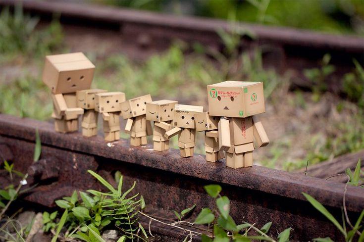 Amazon Box Robot: children walk