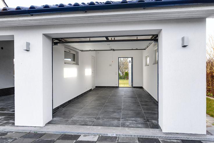 Påkostat garage och carport i samma stil